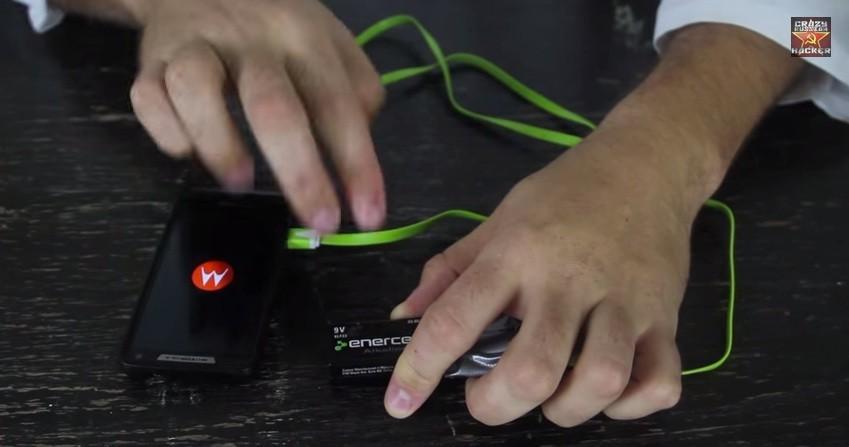 Come ricaricare (per emergenza) il vostro smartphone con una batteria 9V
